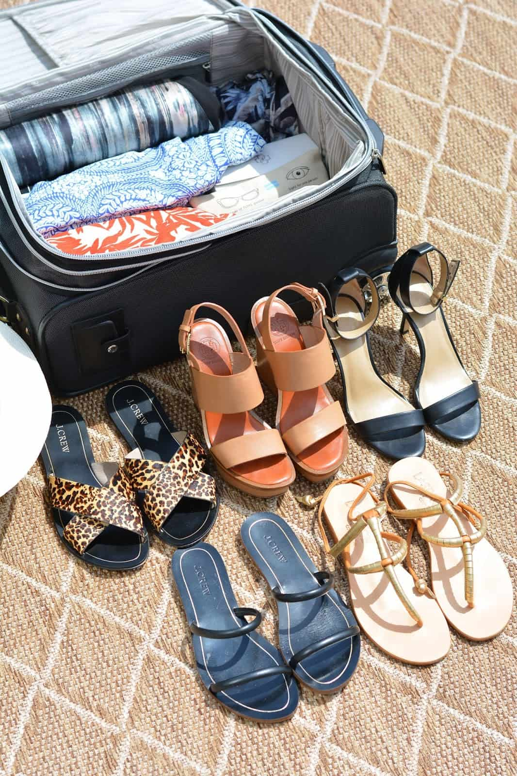 HOW TO PACK IN ONE CARRY ON BAG, TRAVEL ESSENTIALS, CARRY ON SUITCASE, VACATION PACKING TIPS, A LILT LOVE AFFAIR, CHICAGO BLOGGER
