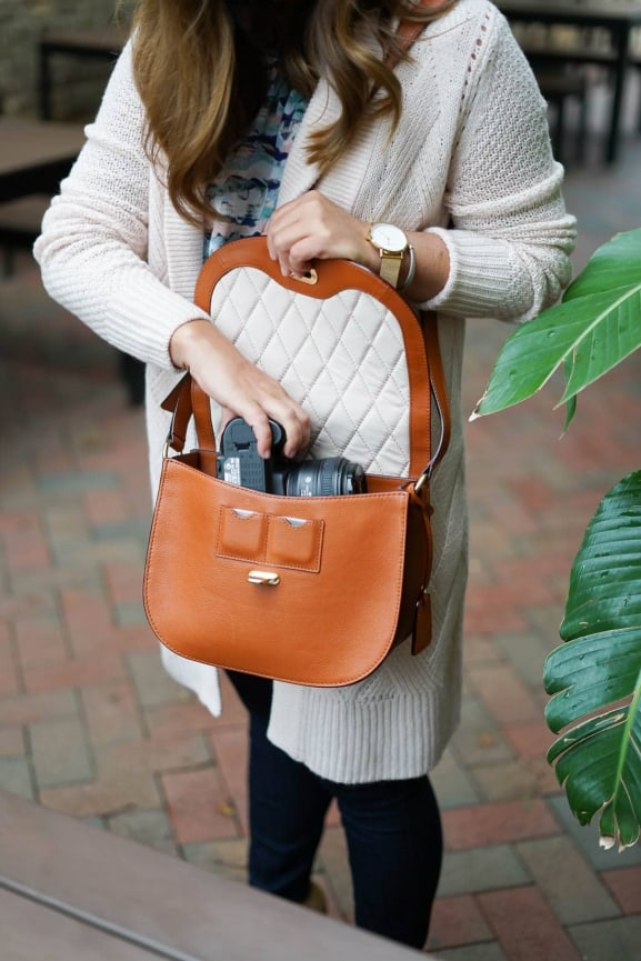 Lo & Sons The Claremont Leather Camera Bag, Margaret O'Leary Cashmere Cardigan, Kate Spade Heels, Chicago Blogger, Fall Style, LOFT petite skinny jeans