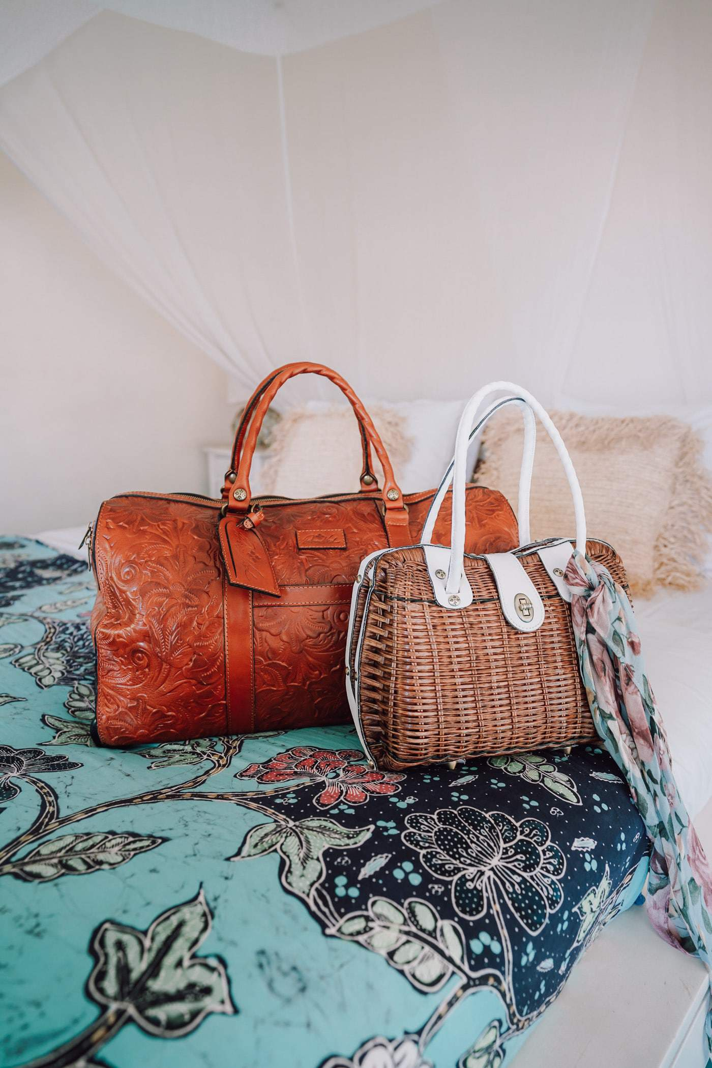 Lifestyle blogger Anna Baun of A Lily Love Affair shares Spring Style with Patricia Nash Designs