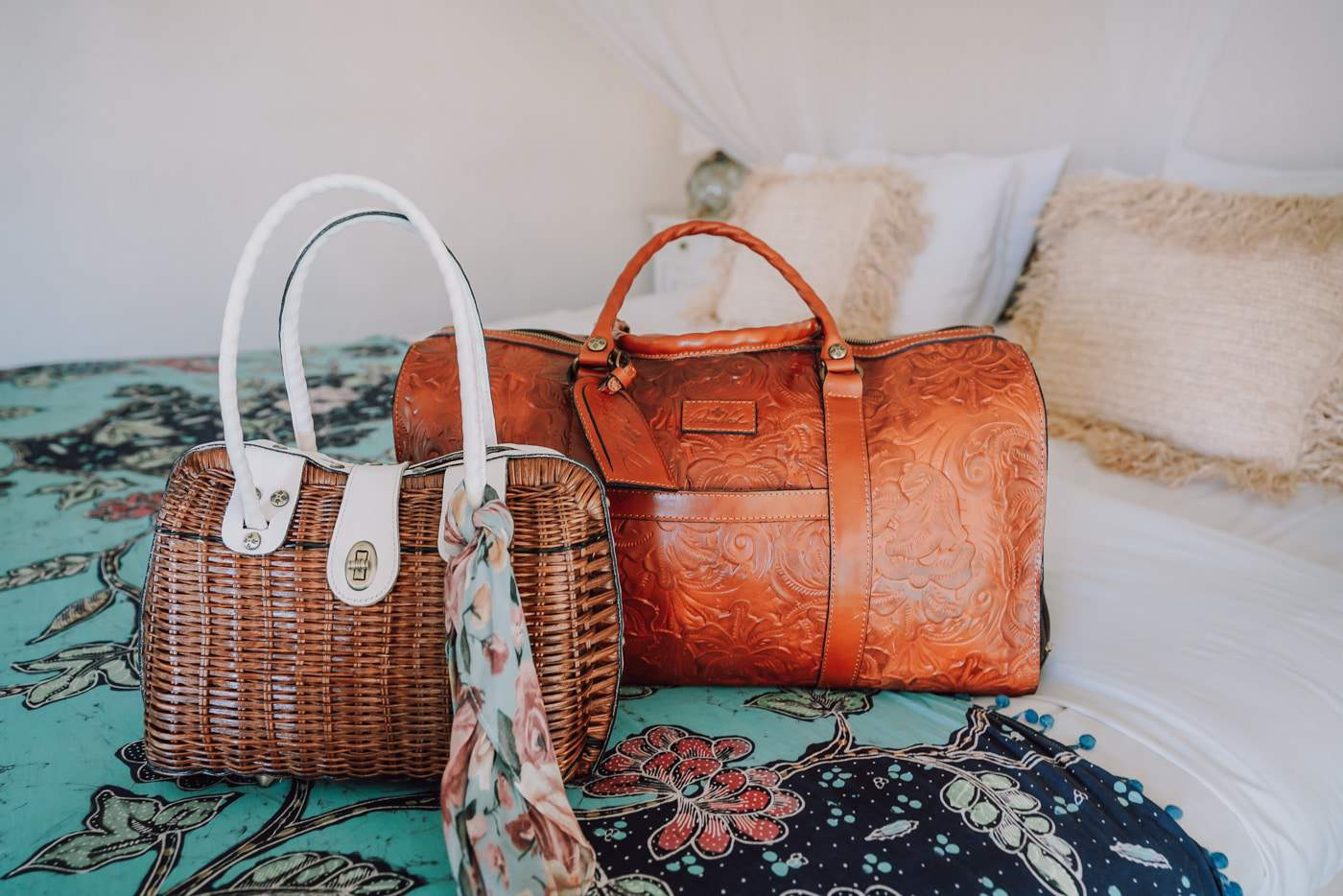Lifestyle blogger Anna Baun of A Lily Love Affair shares Spring Style with Patricia Nash Designs.
