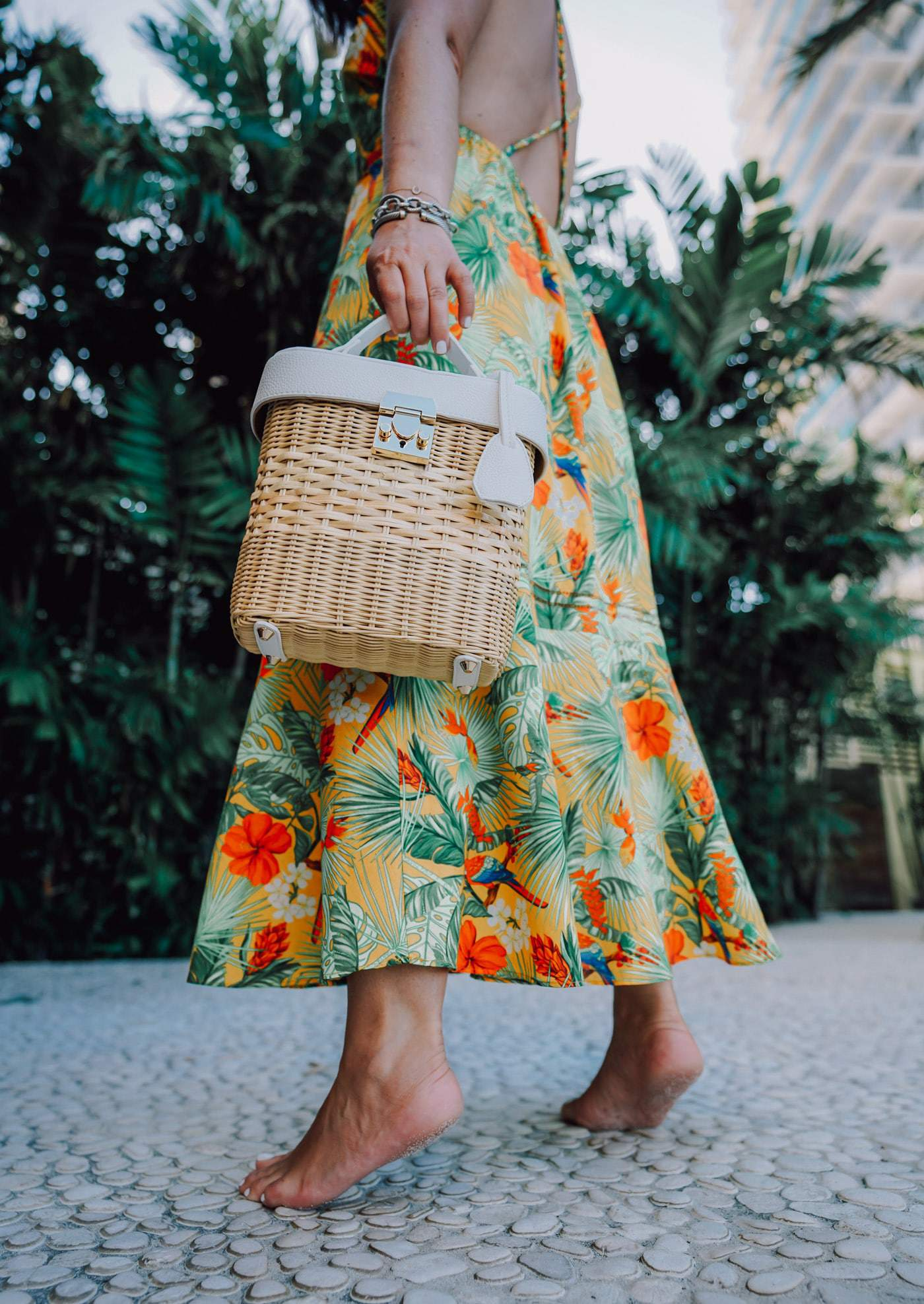 Headed somewhere warm? Us too! Today we're sharing more than 80+ of this seasons must have straw bags. Which is your favorite?