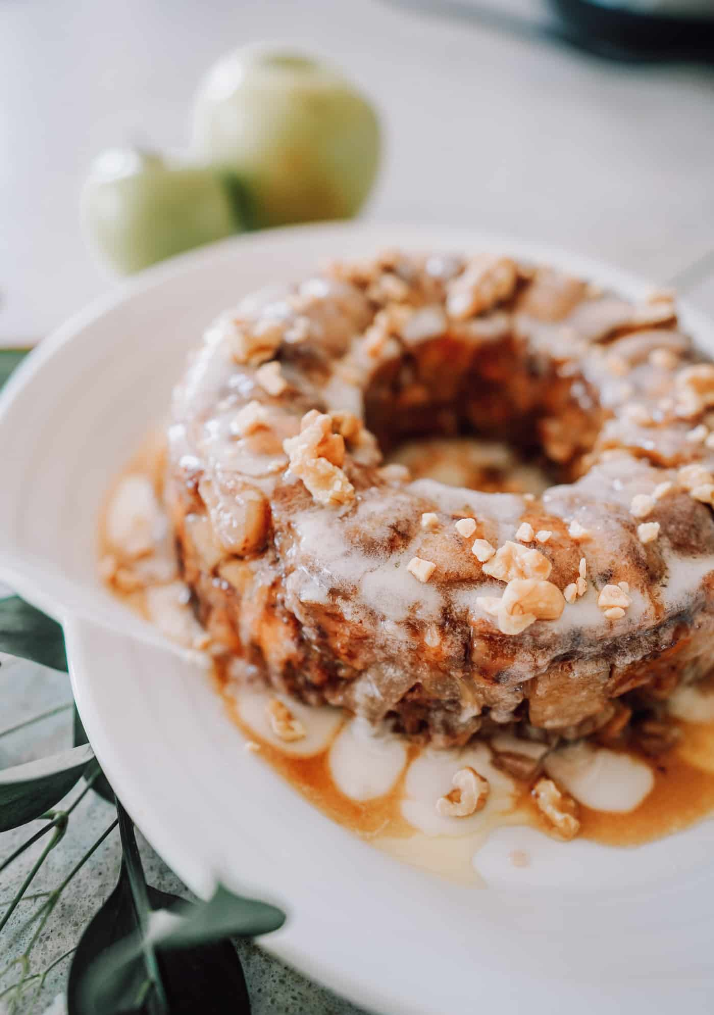 Hello to the most incredible Fall breakfast you'll serve this season!  You and your guests will not be able to resist this deliciously simple Instant Pot Monkey Bread recipe! #recipe #breakfast #instantpot #instantpotrecipe #monkeybread