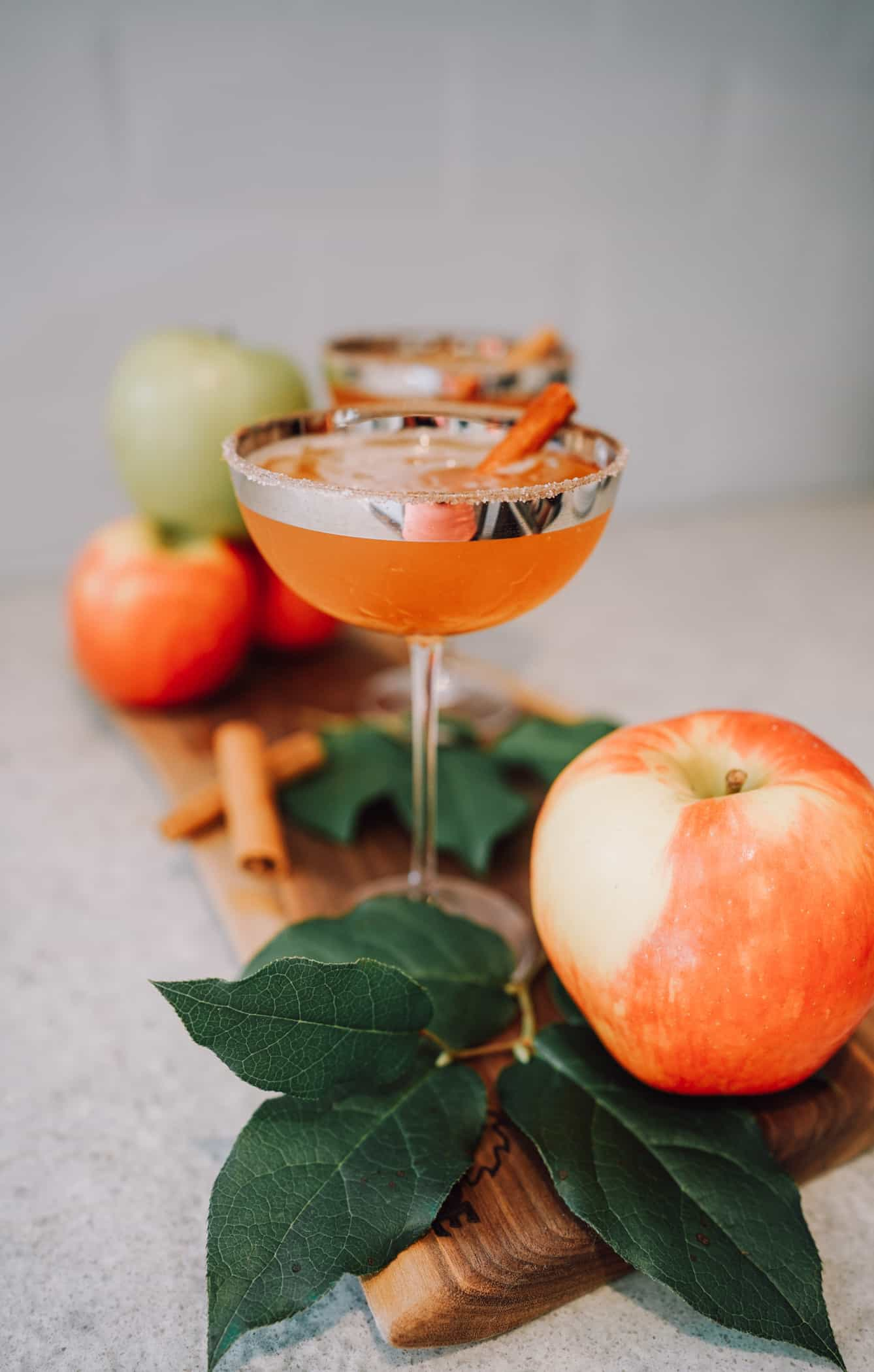 Looking for the perfect Fall apple cocktail recipe? This Apple Caramel Martini is an easy and delicious fall cocktail recipe. Made with apple cider and vodka it's the best martini recipe. Service this cocktail for Halloween and so much more! #fall #cocktail #martini #applemartini #caramel #recipe #caramelapple #halloween