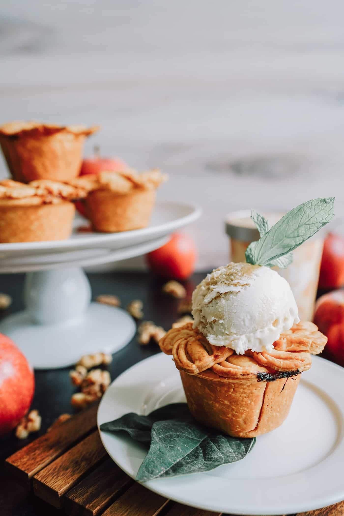 A Lily Love Affair shares a mini vegan apple pie recipe topped with vegan ice cream