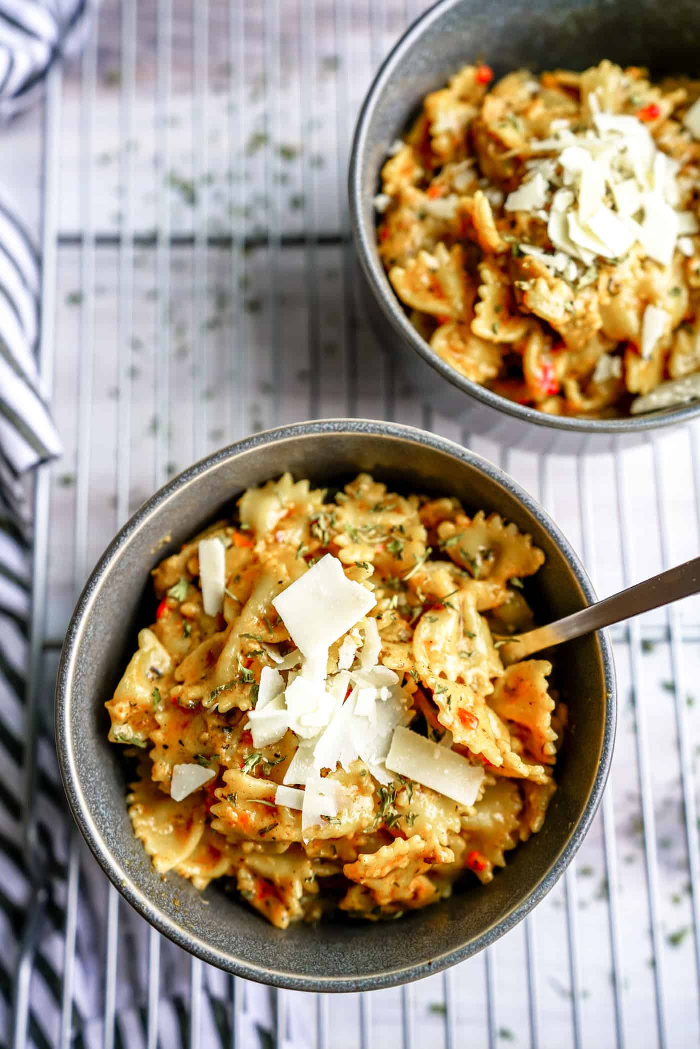 Need a quick and easy dinner tonight everyone in your house will love? Look no further than this Instant Pot Cajun Pasta with sausage! Packed with flavor, creamy sauce and delicious sausage.