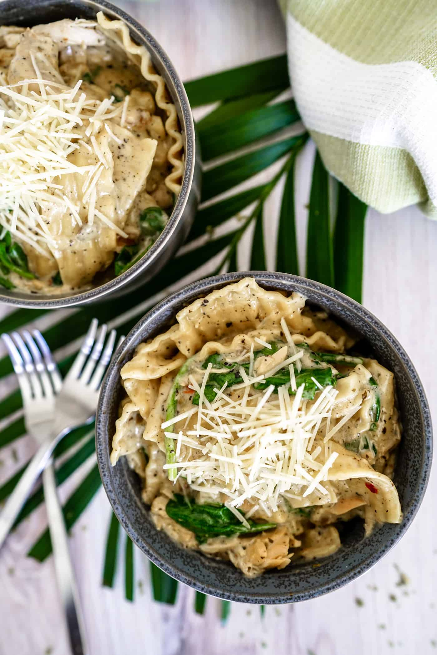 Looking for an easy, quick dinner the family will love?  This Instant Pot Alfredo Lazy Lasagna is a sure fire answer!  Ready in less than 15 minutes, this recipe will have them begging for seconds!