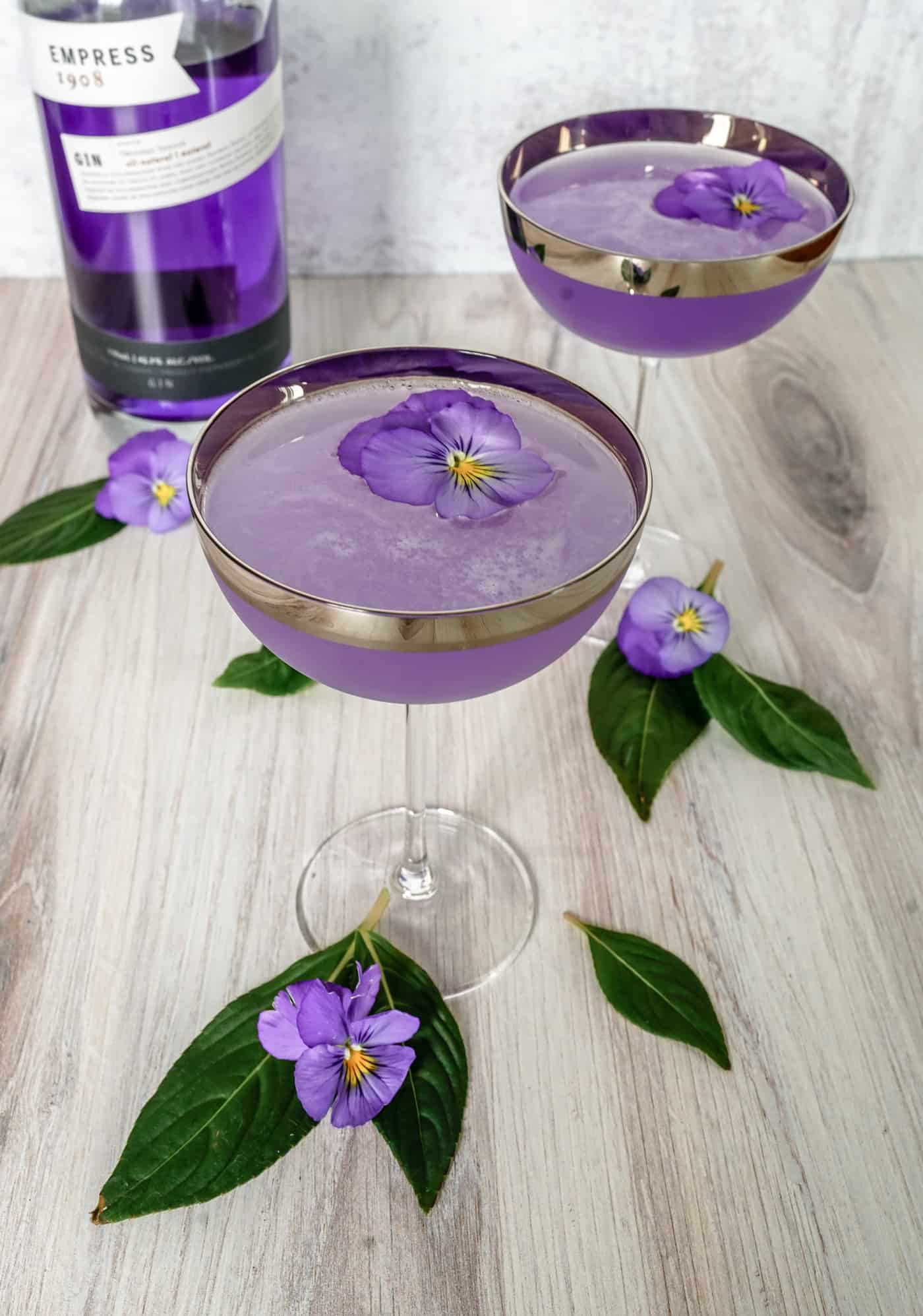 Looking for a delicious gin cocktail recipe? We have you covered with this beautiful Q1908 cocktail. This recipe is a refreshing summer cocktail that is easy to make with Spanish style gin. Make this cocktail today and let us know what you think! #ginandtonic #gincocktail #summercocktail #empressgin