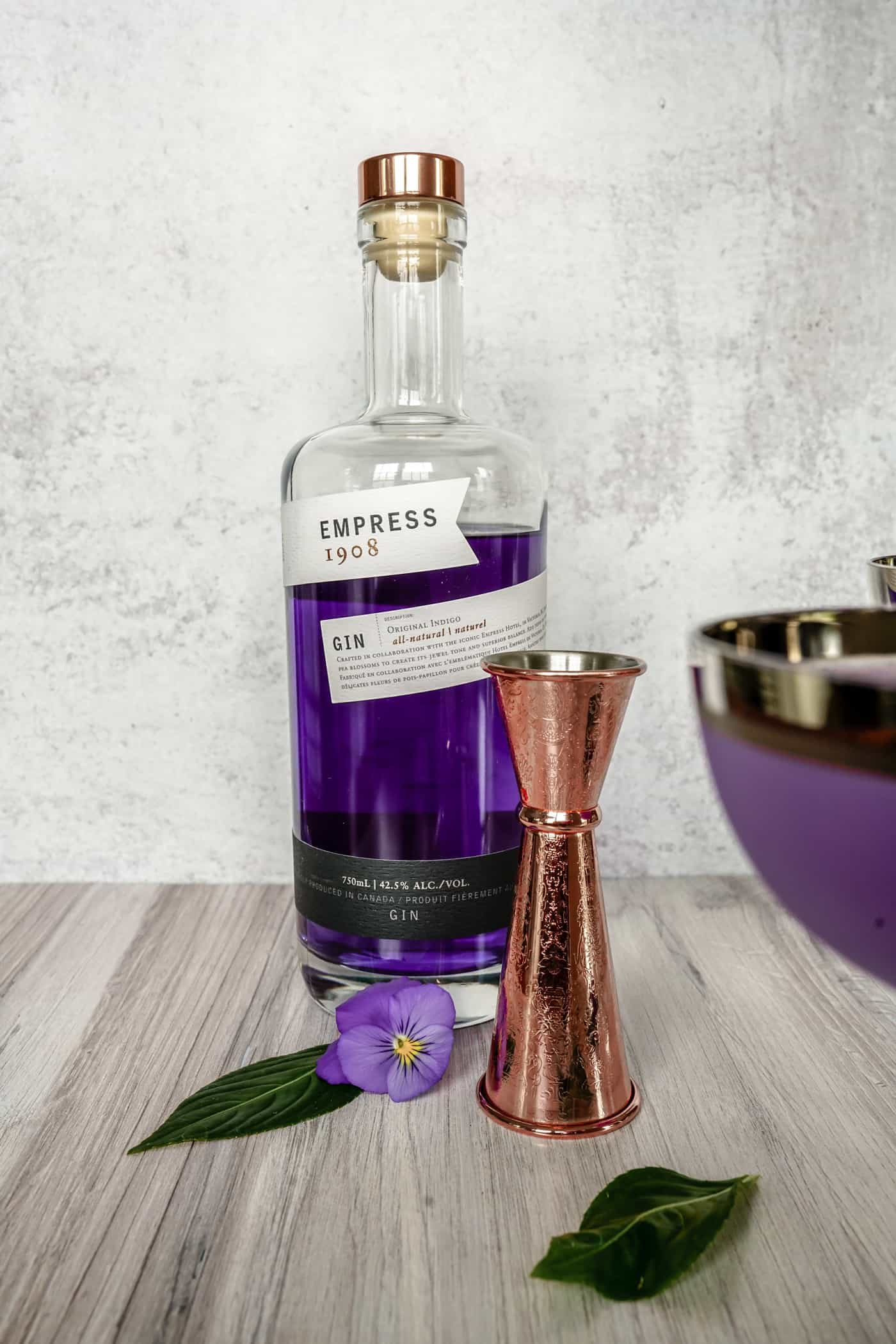 EMPRESS 1908 GIN COCKTAIL Looking for a delicious gin cocktail recipe? We have you covered with this beautiful Q1908 cocktails made with Empress Gin. This recipe is a refreshing summer cocktail that is easy to make with Spanish style gin. Make this Empress 1908 Gin cocktail today and let us know what you think! #ginandtonic #gincocktail #summercocktail #empressgin